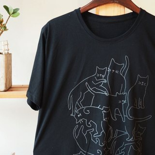 T shirt black color how many cat hand print with gray color