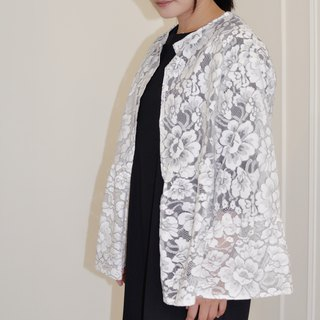 Flat 135 X Taiwanese designer white black line flower lace fabric lotus leaf sleeve short coat
