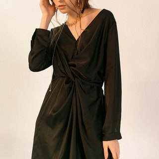 Three-dimensional cut V-neck long sleeve silk dress
