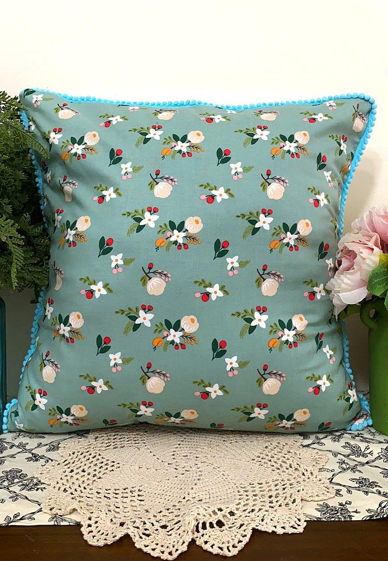 北歐田園風格綠色花花天藍色小毛球圖案抱枕/靠枕