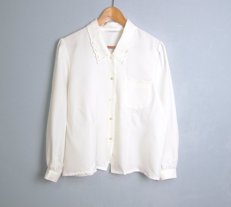 FOAK vintage / white / openwork embroidery lace collar shirt
