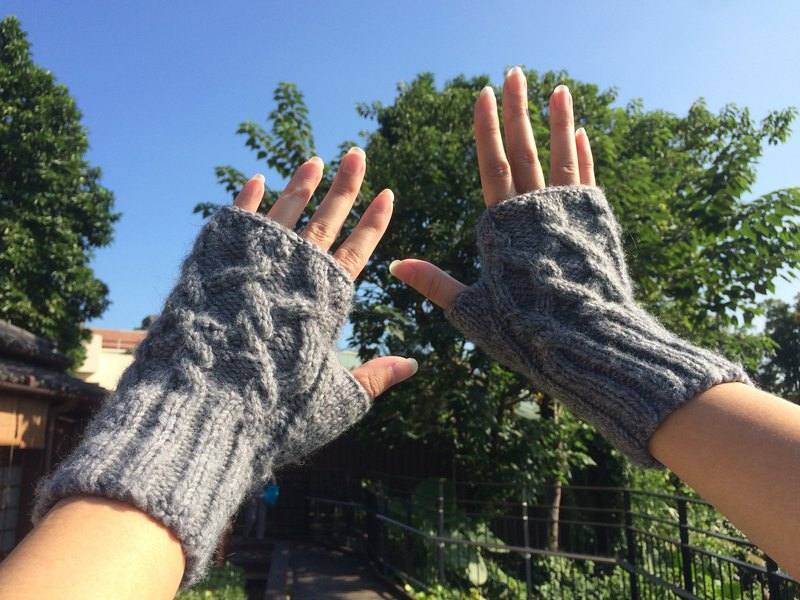 Ms. Forest Handmade Knitting - Gray / Gloves