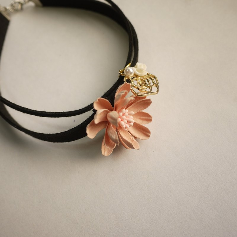 Bloom bud daisy necklace. Apricot Orange / Purple [tender] Panna Cotta
