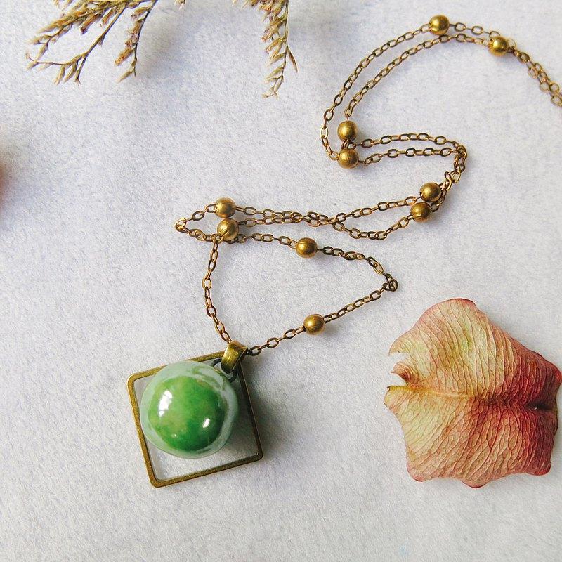香水精油項鍊  萌黃綠珍珠光X方框 手作陶藝  擴香