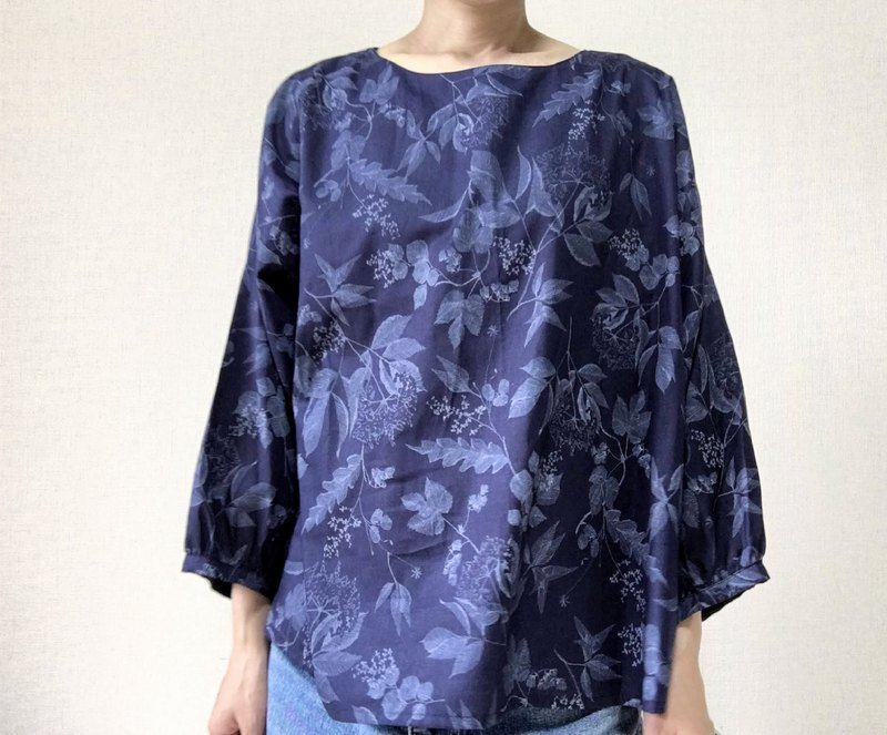 Line drawing flowers blouse