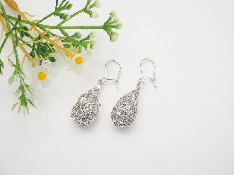 Swirl wire drop shape sterling silver earring