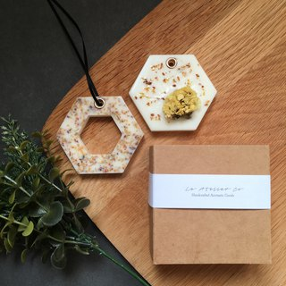 Mini Scented Sachet Brick Gift Set | 2 Aroma Tablets | Dried Flowers | Diffuser
