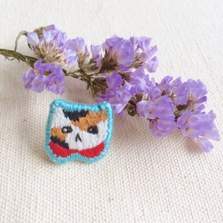 Hand embroidery * Small round neck three flower cat brooch