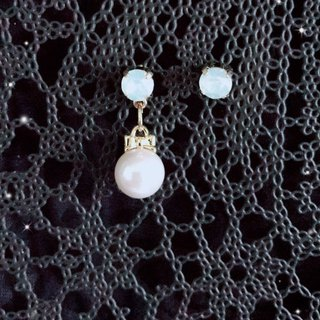 Val.F earrings. pearl. crystal. Bow tie. Ear pin.