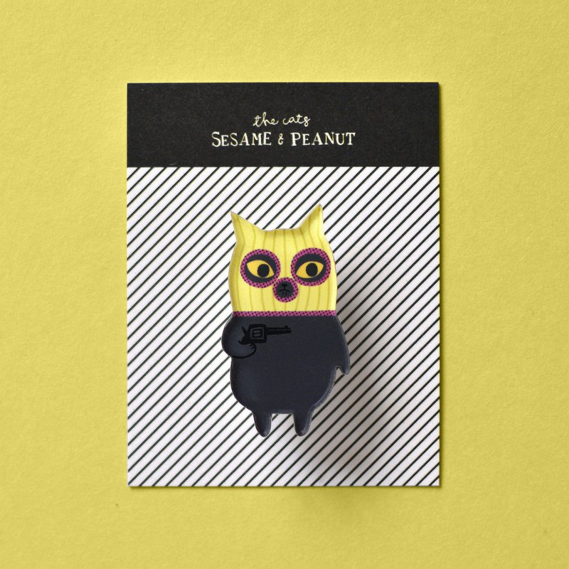 Small robbing, acrylic pin, black cat, sesame