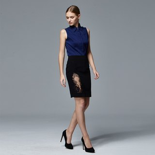 Slim-fitting skirt with filigree embroidery