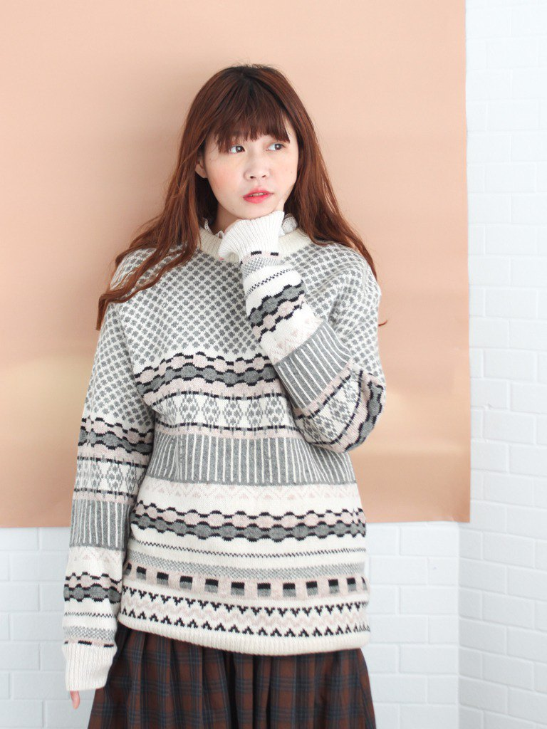 Retro early spring geometric plaid stitching off-white loose neutral vintage sweater
