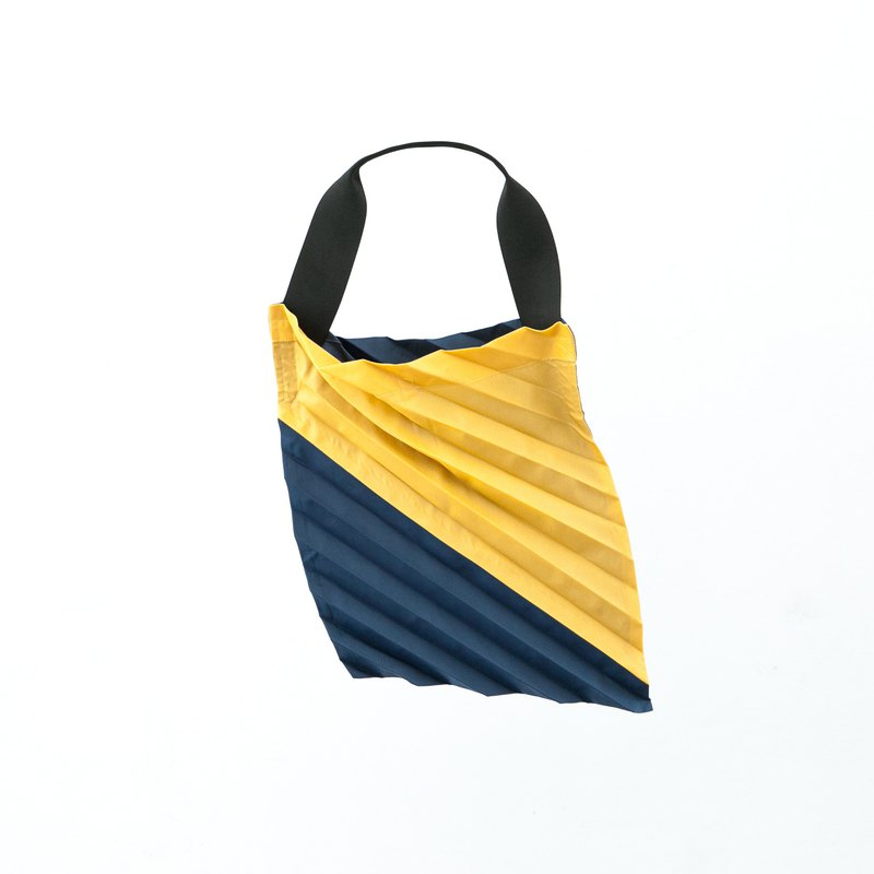Errorism * 45 Degree pleated colour blocking tote bag
