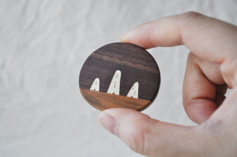 Brooch of the travel landscape 5