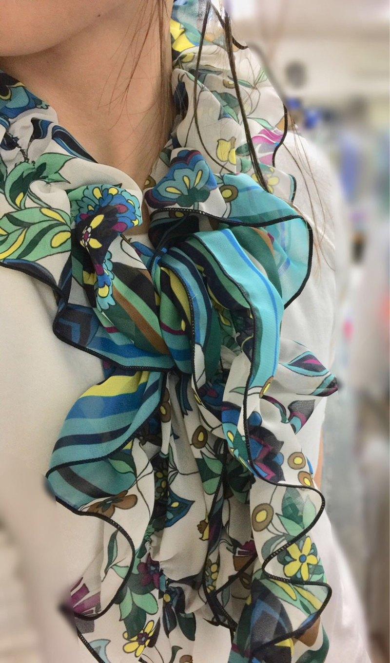 Ballet Kyoto 多條紋圖案抽褶圍巾 採用柔軟的雪紡面料,不易起皺