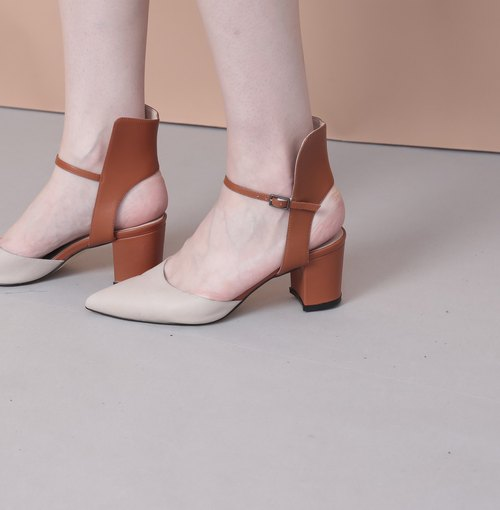 Followed by the edge of the design of the tip of the dug with a leather sandals apricot orange