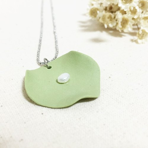 Handmade Clay Lotus Leaf with Pearl Necklace - Grass Green