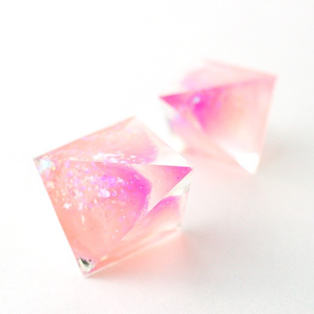 Acute angle pyramid earrings (peach jelly)