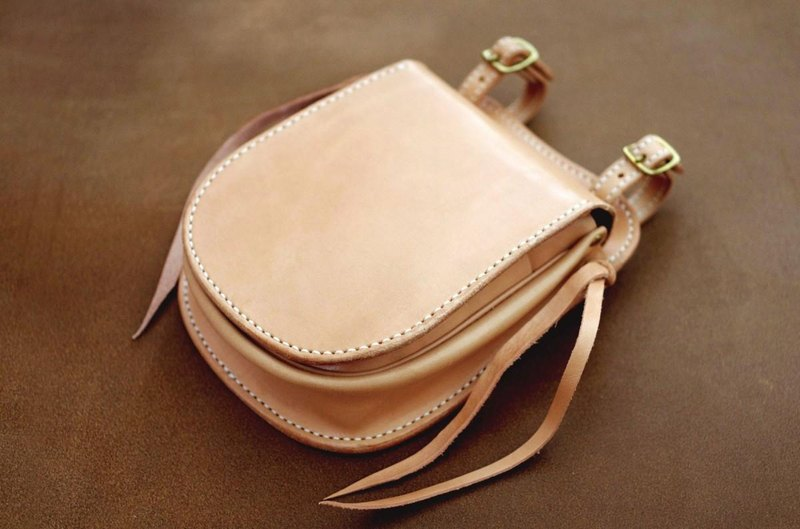 Leather saddle bag Medicine [orders production