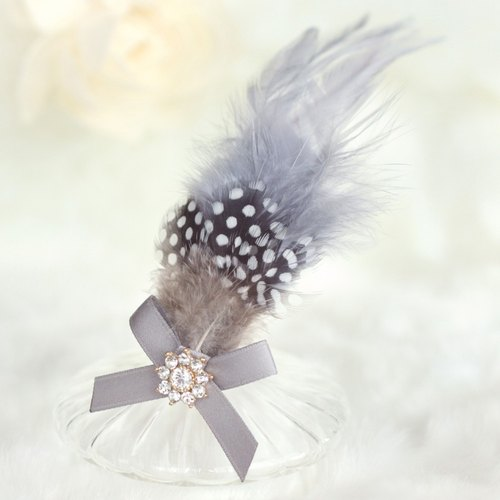 Feather with Ribbon Decoration Hair Clip