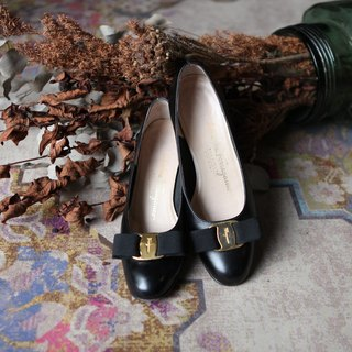 A ROOM MODEL - VINTAGE, Ferragamo Black low heels / SC-0993