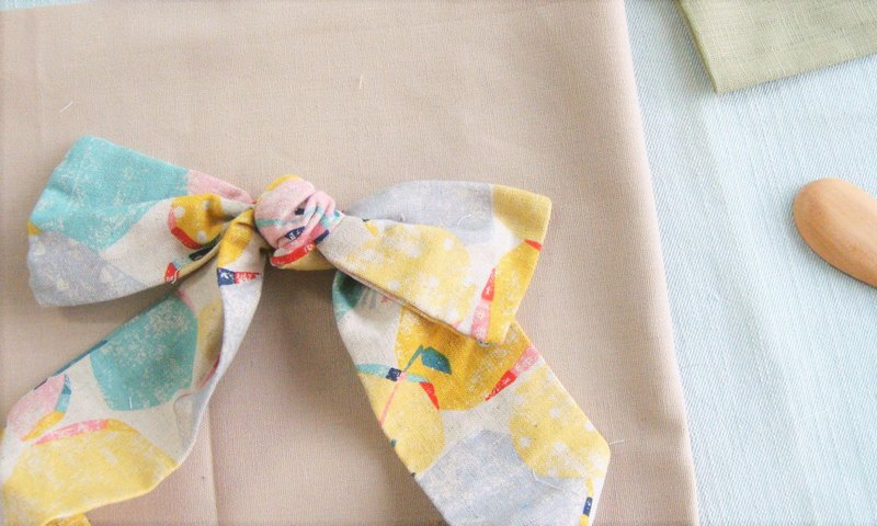 Roaming l Limited edition l bow tie tied tie hair band