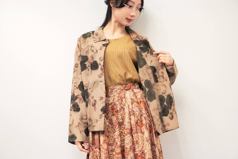 …{DOTTORI :: OUTER}Beige Long-Sleeved Outer with Black Roses