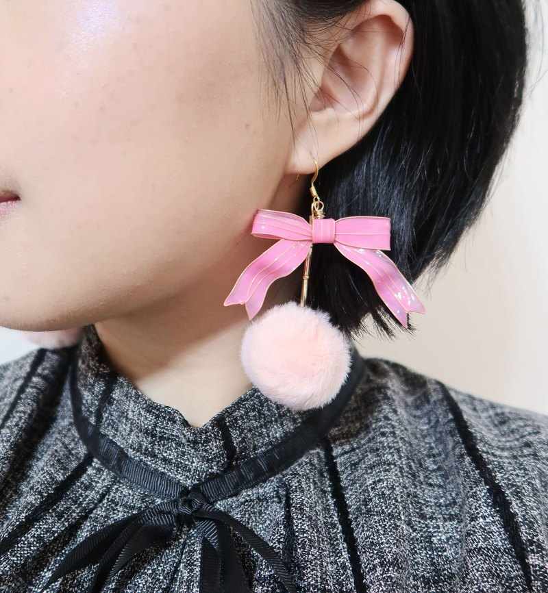 Bowknot pink Bowknot and pink wool resin earrings unilateral sale