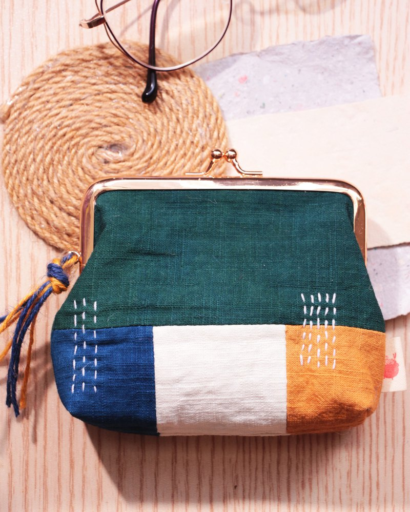 Grass dyeing - gold stitching coin purse