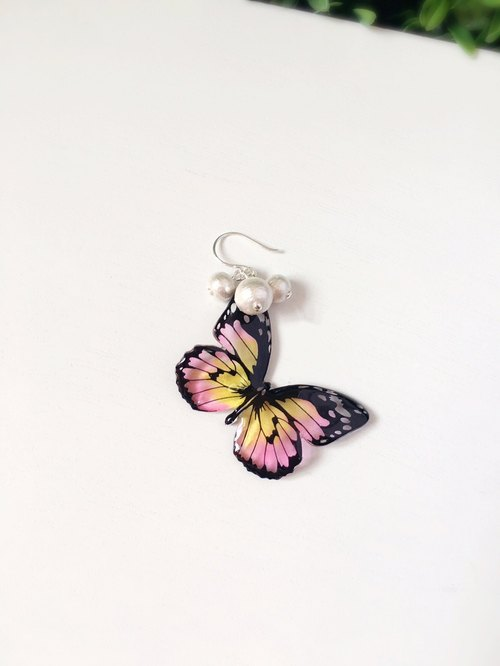 * Haku‧Neko * Hand-painted Butterfly Black Pattern  Pink Yellow  Cotton Bead 925 Sterling Silver Earrings (Single - Large Butterfly)