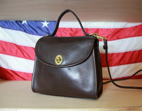 Back to Green:: Coach 小巧斜背  vintage Bag (B-01)