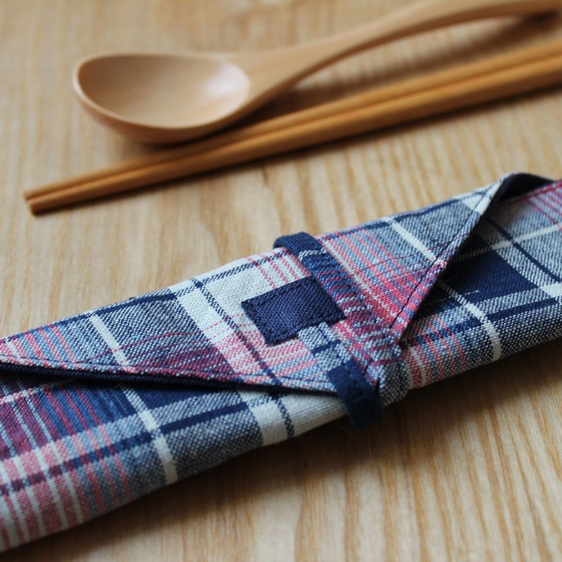 DailyPOUCH grey red blue tartan + dark blue linen