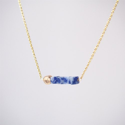 Minimalist blue stone, gold-plated beads • Gold-plated necklace (45cm / 18 inches) Gift