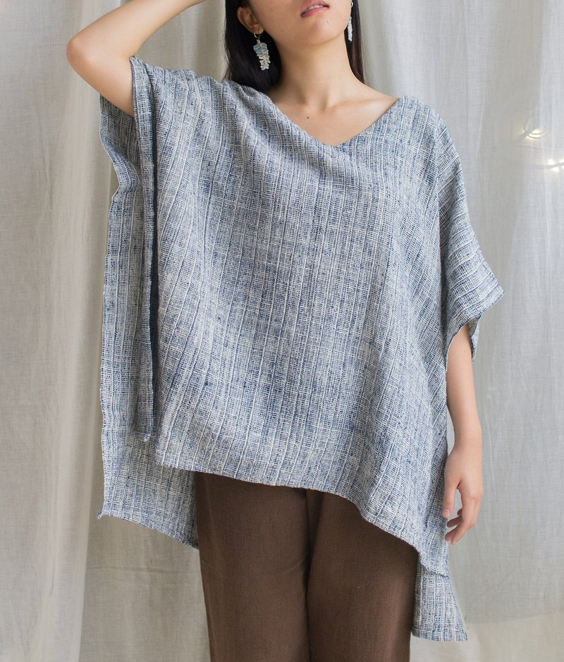 linnil: Indigo x white blouse / handwoven cotton