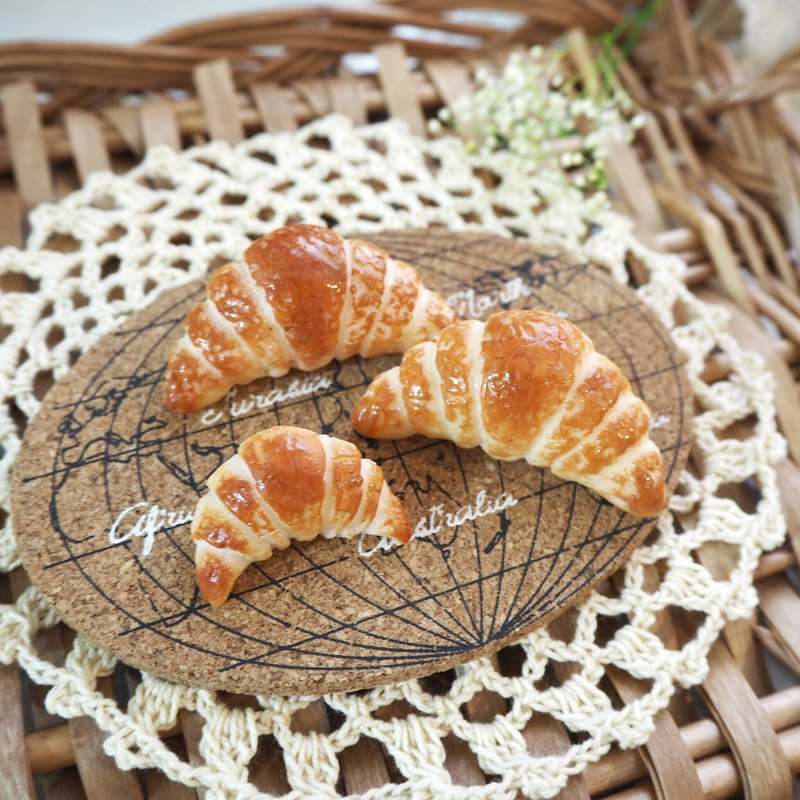 Large croissant brooch