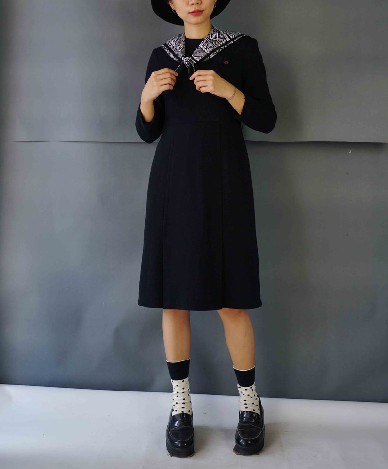 Treasure Hunting - Minimalist Black Knit Slim Dress