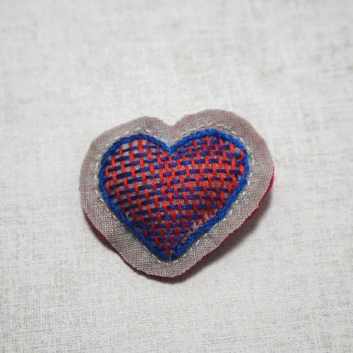 "Hand embroidery broach ""heart"""