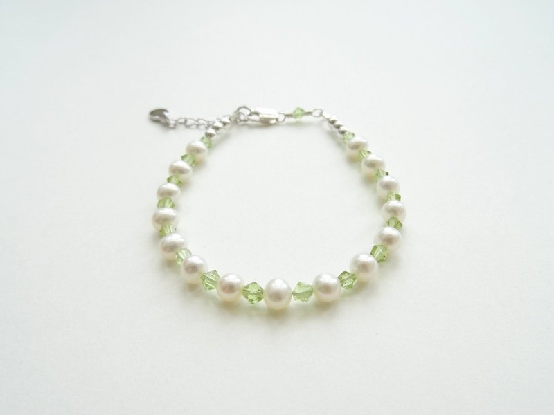 Refreshing Olive-Green Faceted Peridot Freshwater Pearl Sterling Silver Bracelet