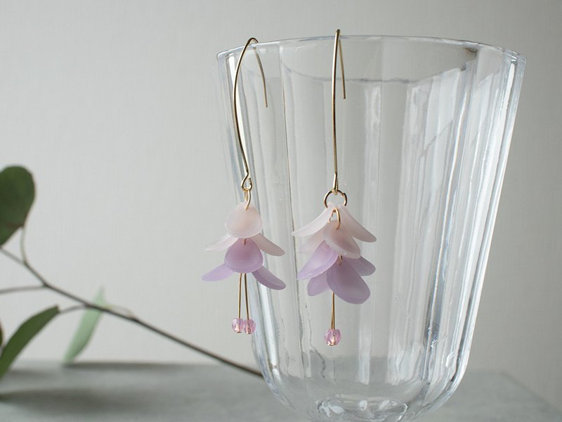 Continuous petal earrings / earrings / purple