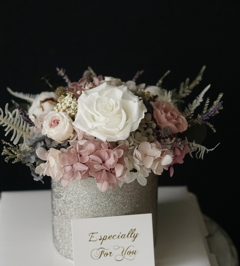Opening ceremony, retro pink smoke, pink, rose, lavender, hydrangea, eternal flowers, no flowers, silver table flowers