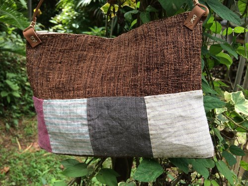 Hand-woven hemp persimmon juice shoulder bag I