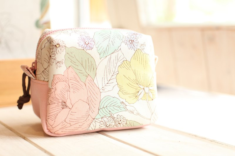 [Good day]. Flowers bloom fat package. Storage package. Cosmetic bag