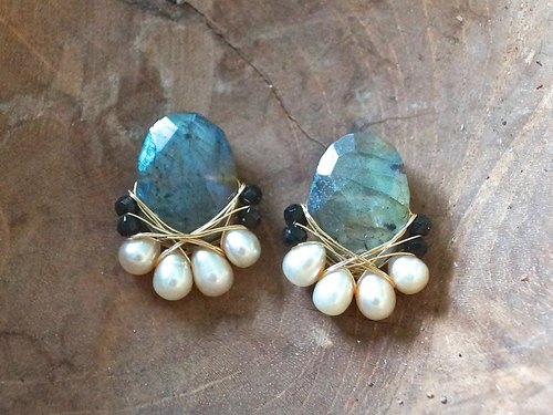 14kgf large labradorite and freshwater pearl earrings