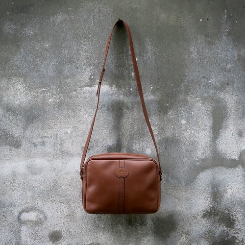 DAKS Britain antique leather shoulder bag