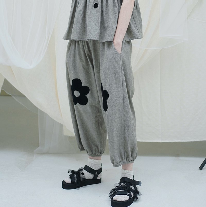 Large bouquet mouth gray casual pants-imakokoni