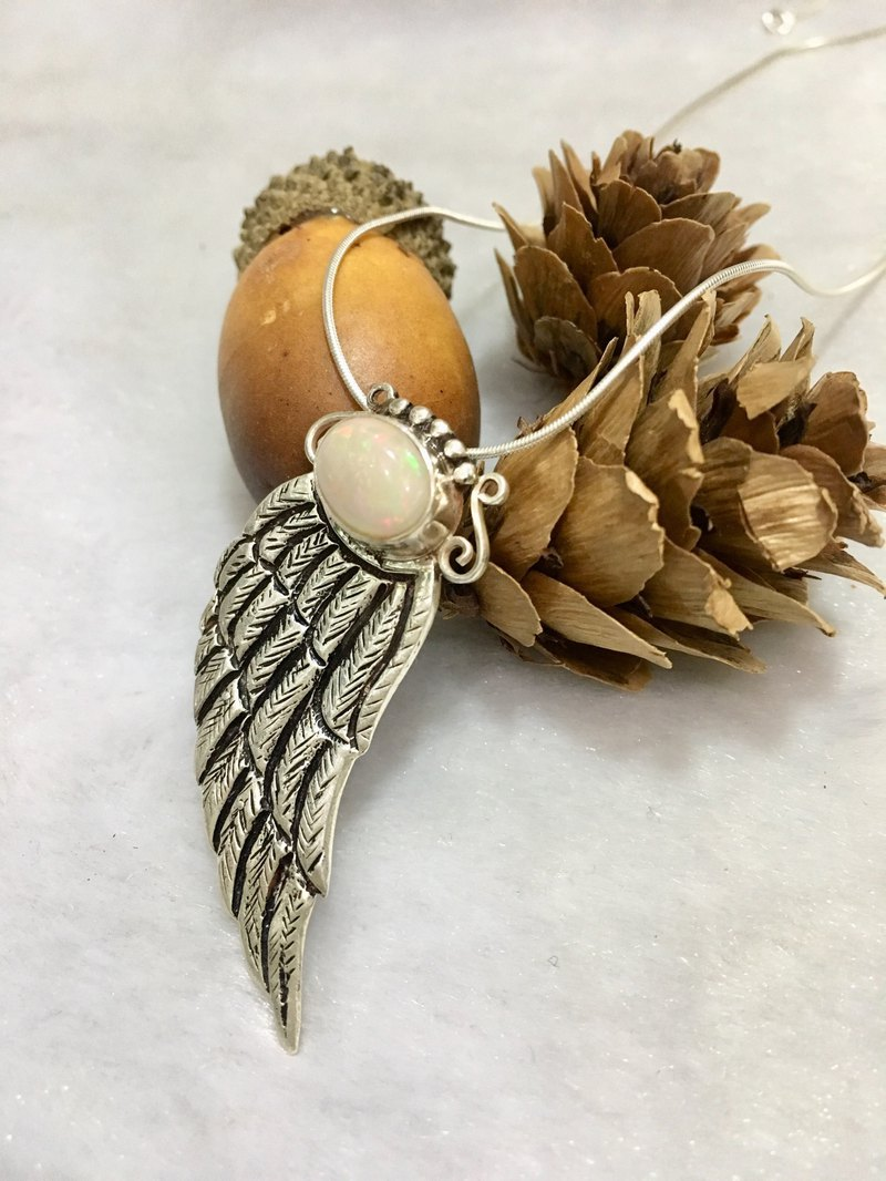 Opal Pendant Oval shape Feather Designed Handmade in Nepal 92.5 Silver