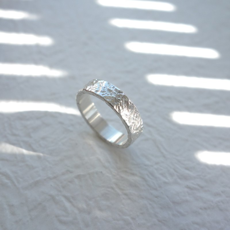 璀璨 - sterling silver forged ring - can be purchased inside lettering