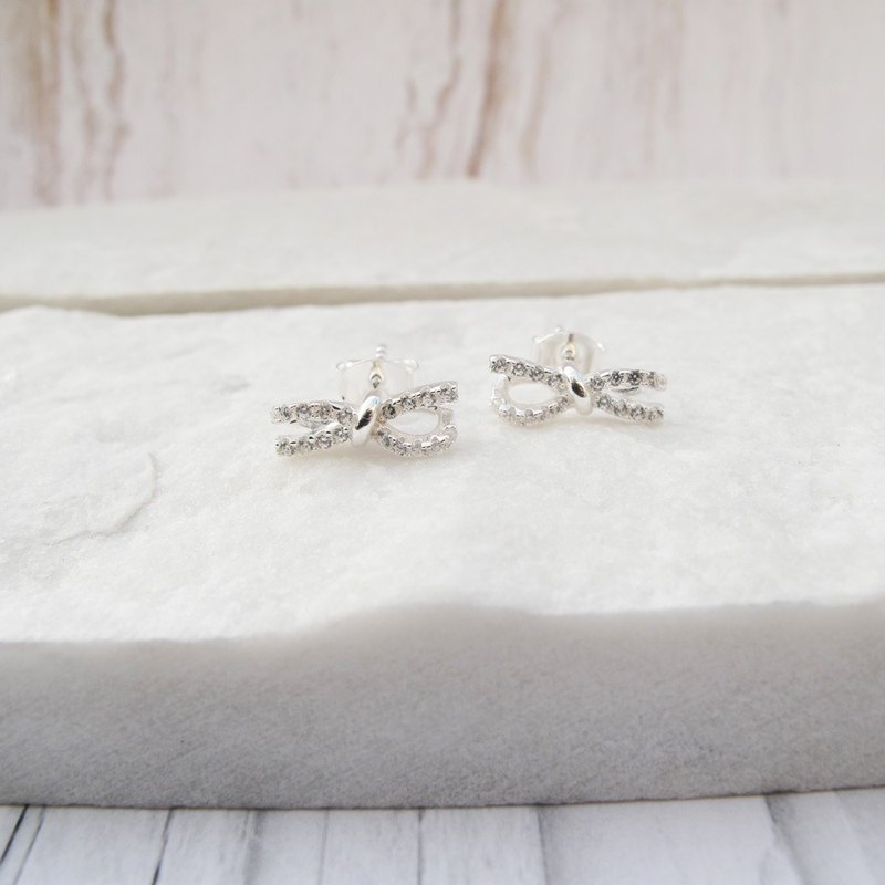 Bigman Taipa [exclusive selection] bow × zircon sterling silver earrings