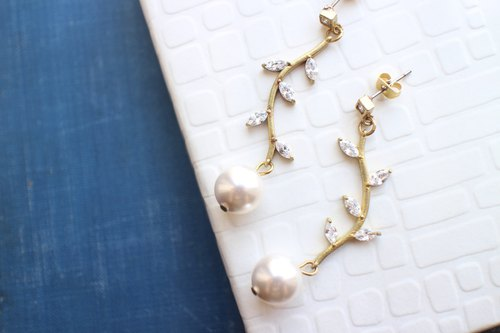 Summer leaf- Pearl brass handmade earrings