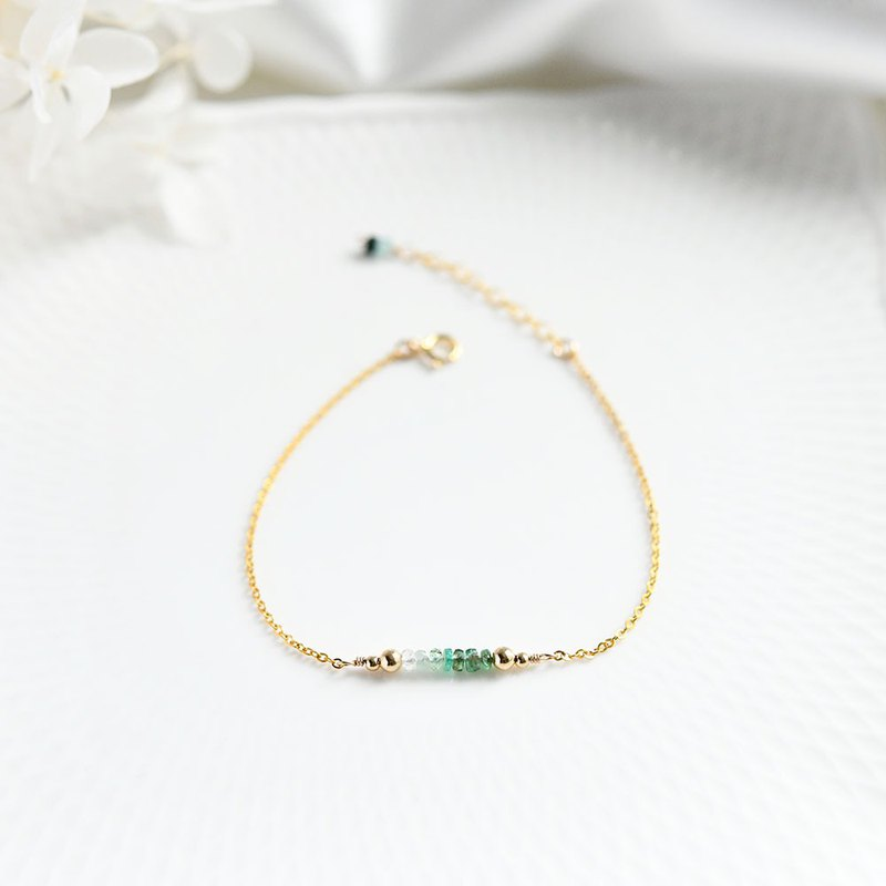 Gradation emerald lucky 7 bracelet that symbolizes wisdom The birthstone of May